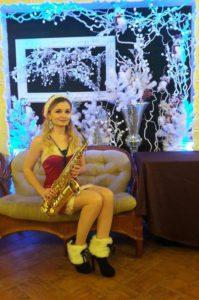 Саксофонистка снегурочка