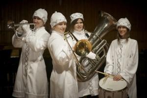 Новогодний оркестр снегурочек